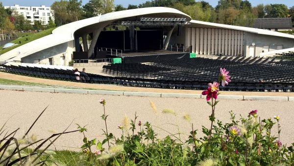 Die neu erbaute Arena für Open-air-Veranstaltungen