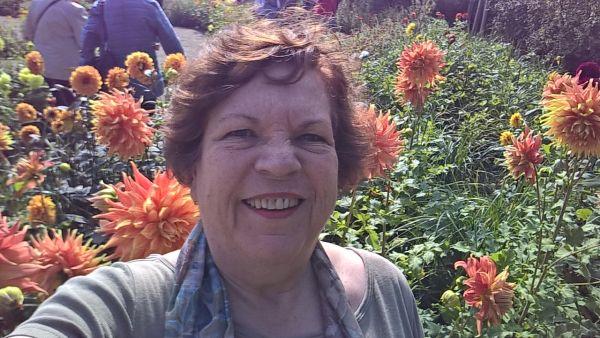 Ich inmitten des Dahliengartens