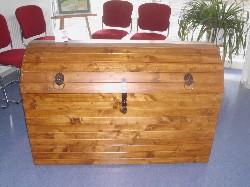 Große Kiste aus der Holzwerkstatt  ist auch ein Ausstellungsstück