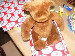 So findet es der Teddy für seine Reise gemütlich