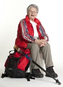 Oma Toppelreiter gerüstet für ihre Wanderung auf dem Jakobsweg