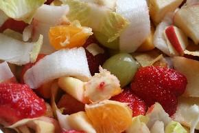 Erdbeeren sind auch im Obstsalat lecker