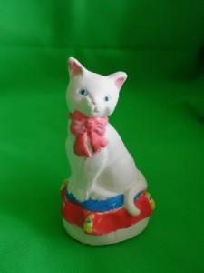 Keramik-Katze angemalt