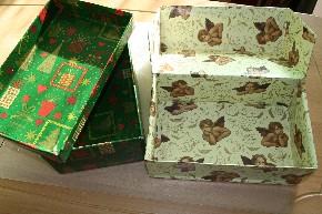 """""""Weihnachten im Schuhkarton"""" - 2 Schuhkartons von innen und außen mit Weihnachtspapier beklebt"""