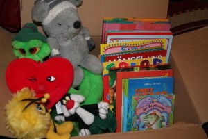 Bücher und Plüschtiere für die Flüchtlings-Kinder