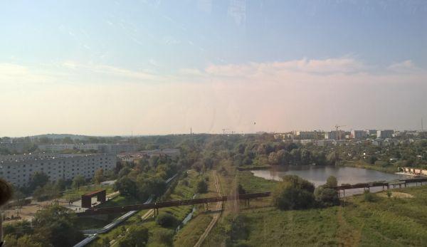 Blick aus der Seilbahn zur Tälchenbrücke, die Marzahn und Hellersdorf verbindet